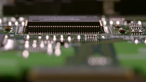 Tracking-Along-the-Edge-of-a-Processing-Chip-on-a-Circuit-Board