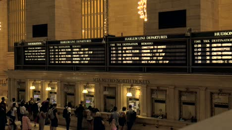 Departure-Boards-in-Grand-Central-Station