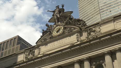 Close-Up-of-the-Front-of-Grand-Central-Terminal-New-York