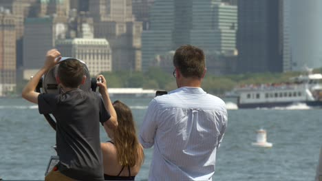 Man-Taking-Photos-of-Manhattan-Skyline