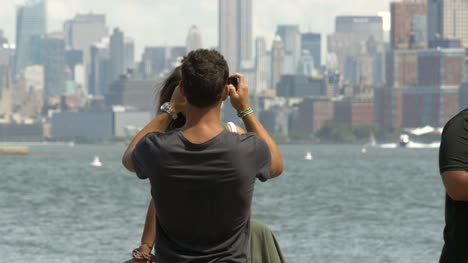 Couple-taking-Photos-in-front-of-New-York-Skyline-2
