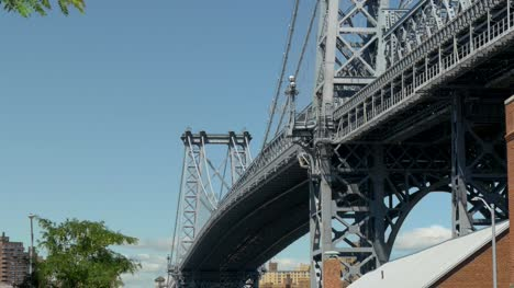 Williamsburg-Bridge-Static-Medium-Shot