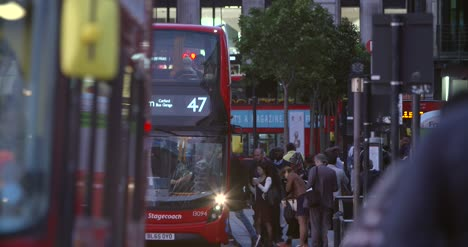 Red-London-Buses-in-Rush-Hour