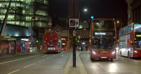 Busy-Street-in-London-at-Night