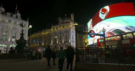 Piccadilly-Circus-at-Night