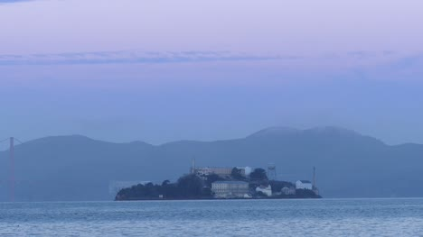 Alcatraz-Island-at-Sunrise-San-Francisco
