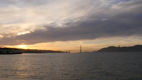 Longshot-of-Golden-Gate-Bridge