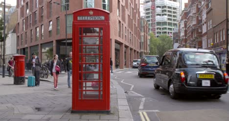 Red-Phone-Box-in-London