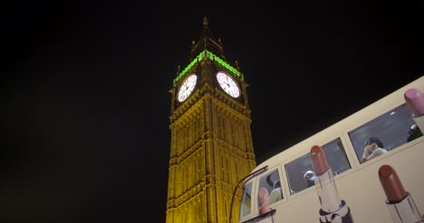 Bus-Stopping-In-front-of-Elizabeth-Tower-at-Night