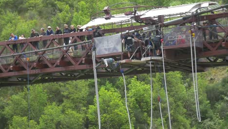 Hombre-Bungee-Jumping