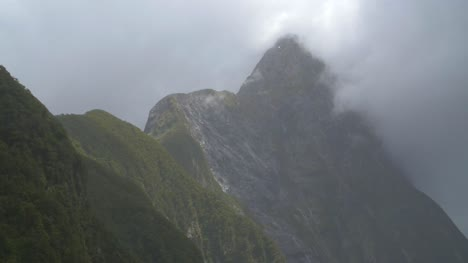 Close-Up-of-Peaks-at-Milford-Sound-NZ