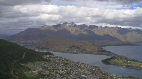 Snow-Capped-Mountains-Around-Queenstown