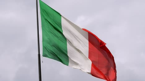 Italian-Flag-Flying
