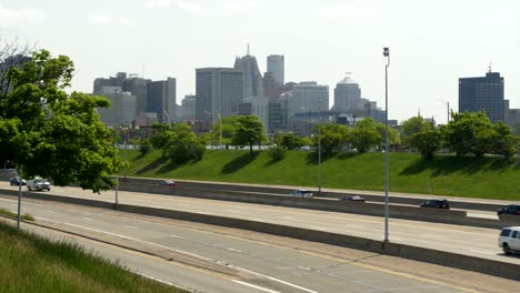 Busy-Freeway-Passing-Detroit-Cityscape