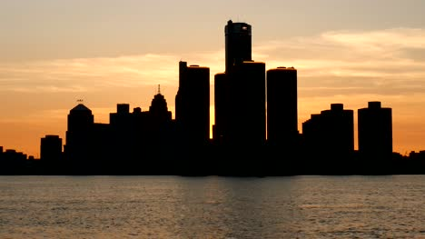 Time-Lapse-of-Detroit-Skyline-at-Sunset