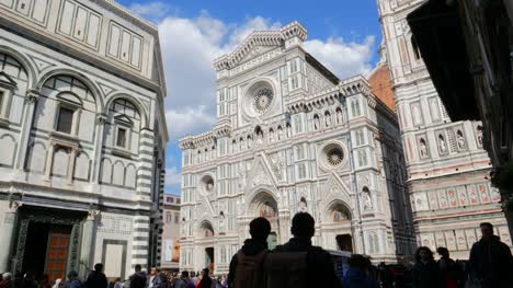Silhouetted-Crowds-Outside-of-Florence-Cathedral