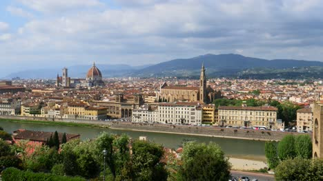 Overlooking-River-Arno-and-Florence