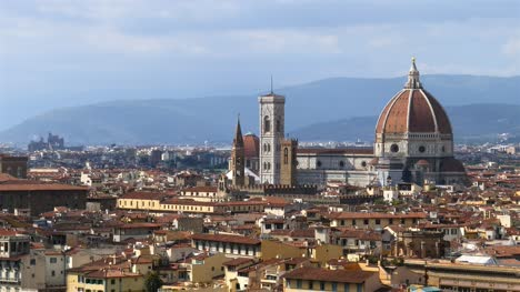 Long-Shot-of-Florence-Cathedral