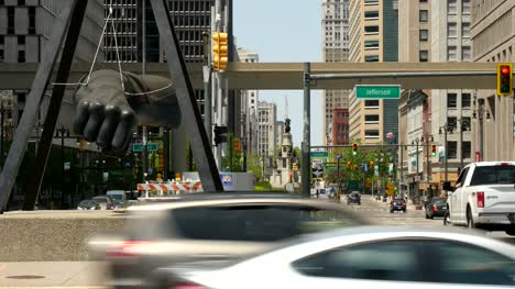 Busy-Street-in-Downtown-Detroit