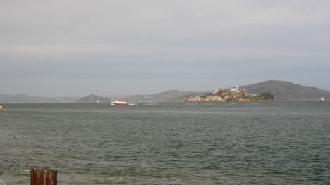 Long-Shot-of-Alcatraz-Island-2