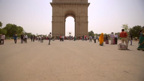 Panning-Up-to-Reveal-India-Gate