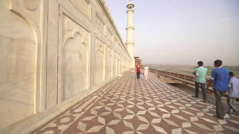 Tourists-Walking-Around-Taj-Mahal
