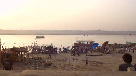 Tracking-Past-Crowds-on-People-in-the-River-Ganges