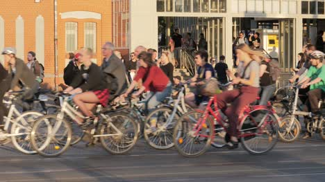 Group-of-Cyclists-in-Berlin