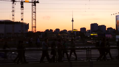 Silhouetted-Commuters-in-Berlin