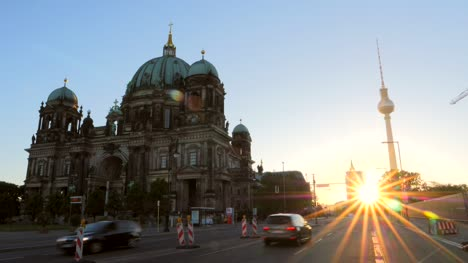 Timelapse-Outside-of-Berliner-Dom