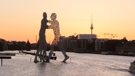 Molecule-Man-Silhouetted-at-Sunset