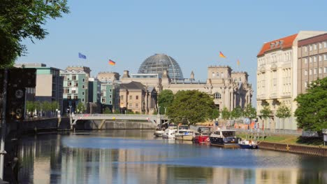 Looking-Down-River-Spree-to-Reichstag-Building
