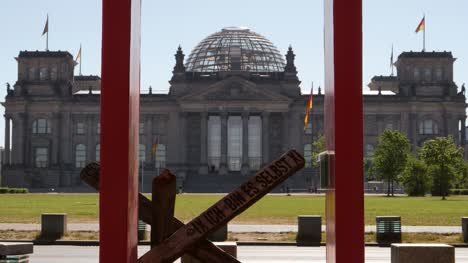 Looking-Through-Sculpture-at-Reichstag-Building