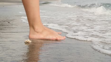 Waves-Breaking-on-Ladies-Feet