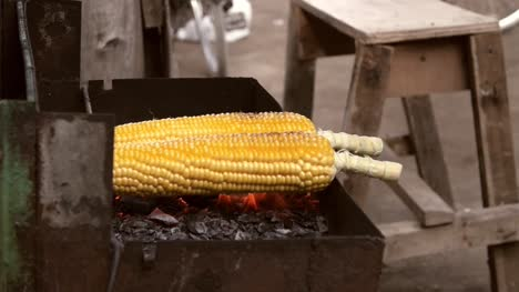 Close-Up-of-Sweetcorn-on-a-Barbecue