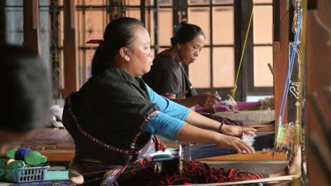 Women-Weaving-Using-Back-Strap-Looms