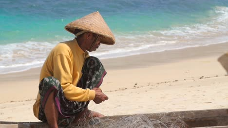 Pescador-Indonesio-En-Una-Playa