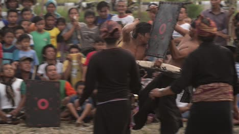 Traditional-Indonesian-Gladiator-Fight