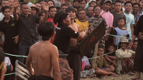 Referee-Ruling-in-Indonesian-Gladiator-Fight