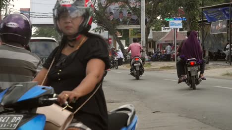 Scooter-Pulling-Out-into-Indonesian-Road