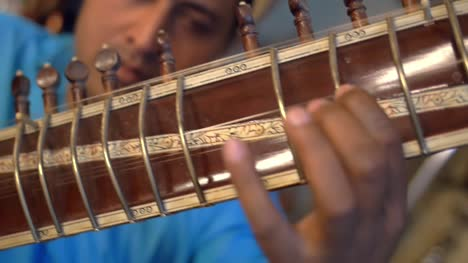 Panning-Along-the-Neck-of-a-Sitar