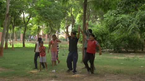 Indian-Niños-Celebrating-in-a-Park