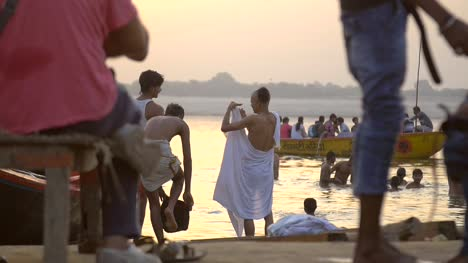 Man-Wraps-Himself-in-White-Sheet-by-the-Ganges