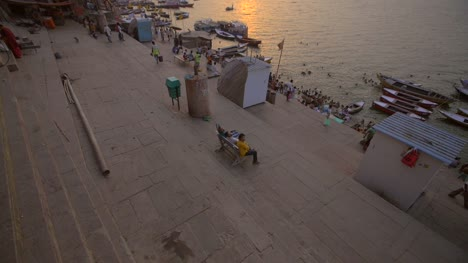 Reveal-Shot-of-the-Ganges-Riverbank-at-Sunset