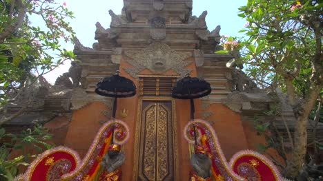 Pura-Taman-Saraswati-Temple-Entrance