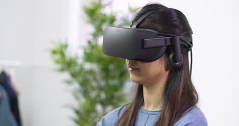 Close-Up-of-Young-Woman-Using-VR-Headset