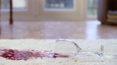Slow-Motion-Red-Wine-Spill