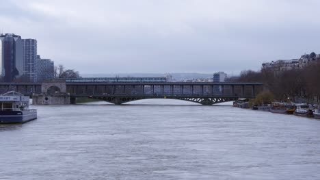Pont-de-Bir-Hakeim-and-Flooded-Seine