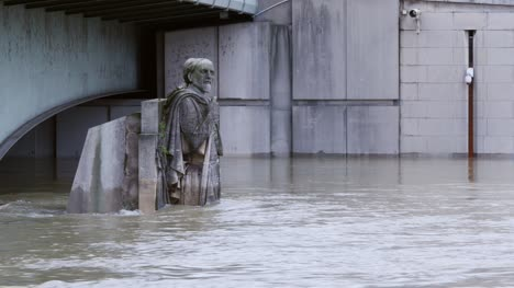 Zouave-Statue-in-Rising-Floodwater