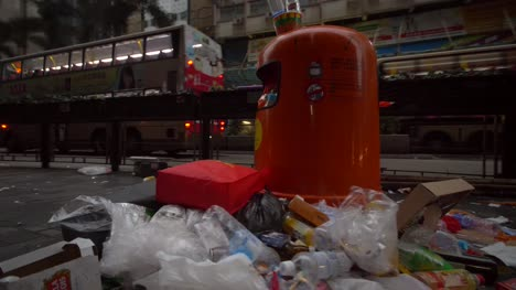 Overflowing-Trashcan-in-Hong-Kong-Street